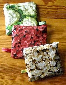 Les sachets d'emballage                                                      de fruits et légumes congelés.