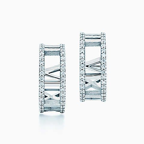 Atlas® hoop earrings in 18k white gold with diamonds, small.