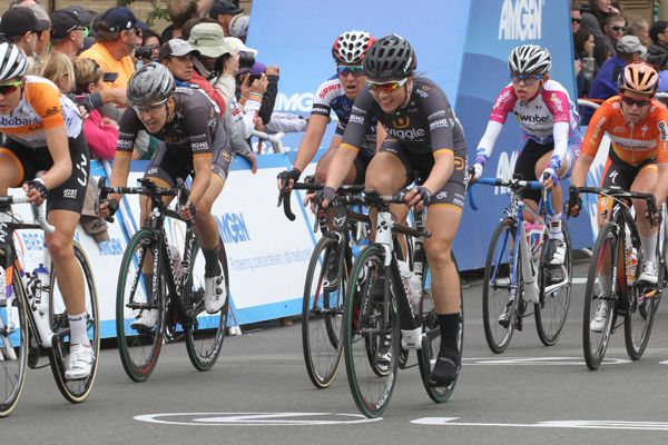 Audrey Cordon-Ragot Blog: Be a captain, être capitaine. | Wiggle High5 Pro Cycling