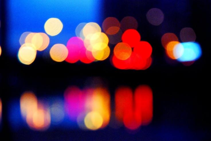 reflejo de luces de colores