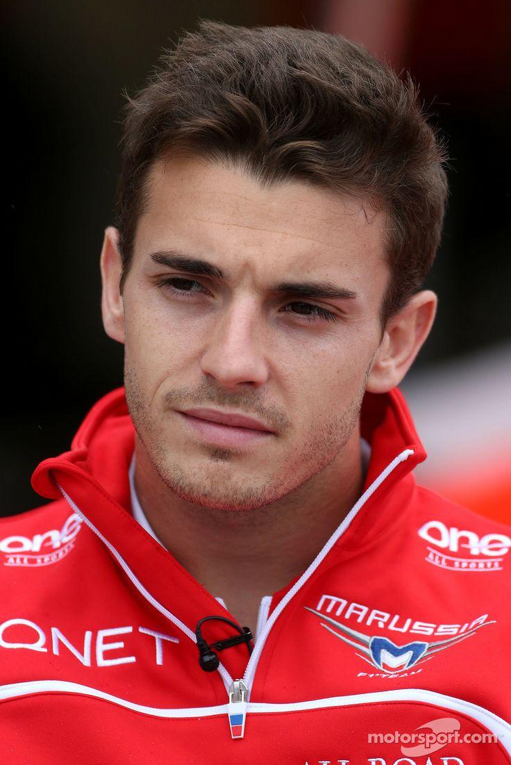 Hommage à Jules Bianchi décédé le 17 juillet 2015, des suites de son terrible accident du GP du Japon 2014. Condoléances à  toute sa famille et à  tous ses proches.