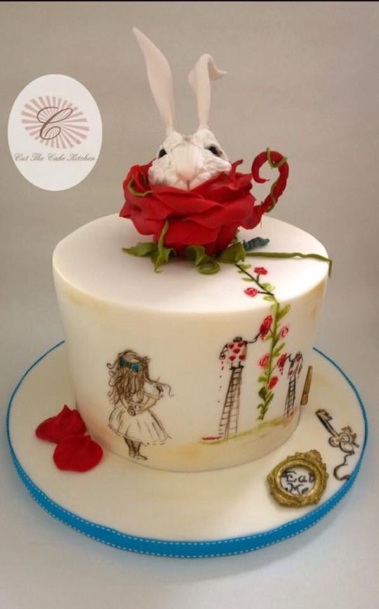 34 Best Alice In Wonderland Cakes Images On Pinterest