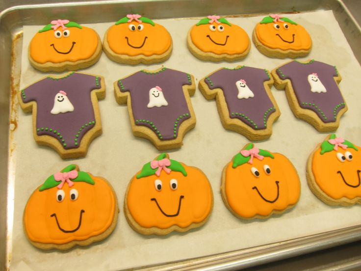 halloween baby shower: Halloween Baby Shower, Cupcakes Factories, Halloween Posts, Baby Shower Ideas, Decor Cookies, Baby Shower Cookies, Happy Halloween, Halloween Cookies, Baby Shower