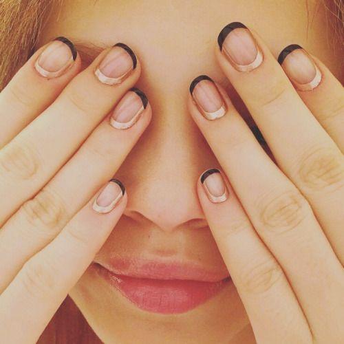 Minimal nail art https://noahxnw.tumblr.com/post/160769051736/hairstyle-ideas