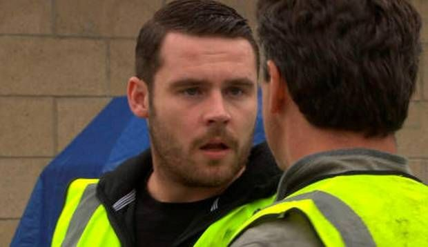 PIC: ITV Things take a bloody twist on Emmerdale tonight as Aaron returns to his violent ways.  SHARE The mechanic agrees to join Ross on a dodgy job raiding a warehouse in order to rob some extra cash before Christmas.