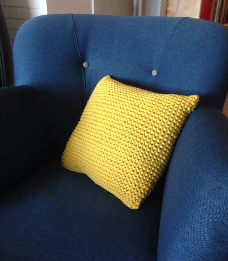 Pillow knitted by Hanne Jo