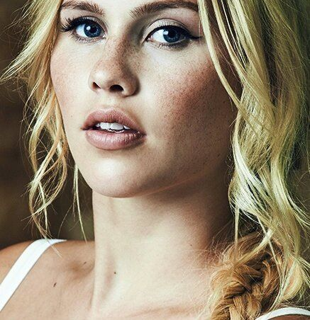 Claire holt the vampire diaries s03e0315 7