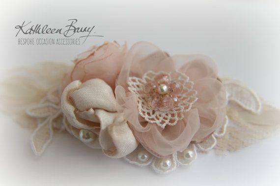 R395 pols corsage  roze Blush  bruids door KathleenBarryJewelry