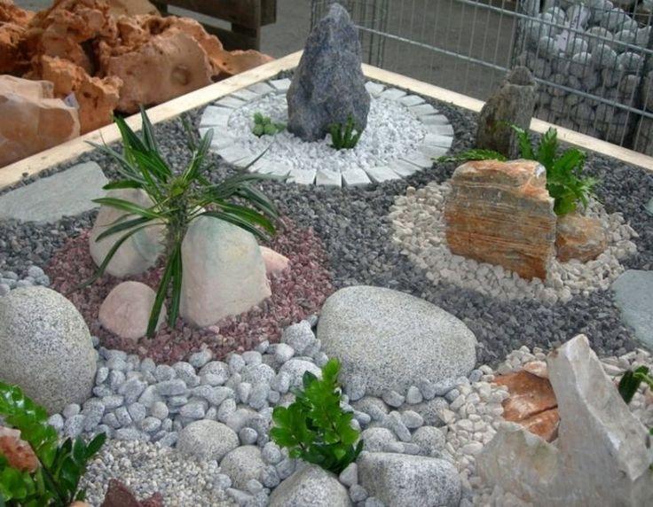 jardin minimaliste, gravier et galets décoratifs et plantes vertes