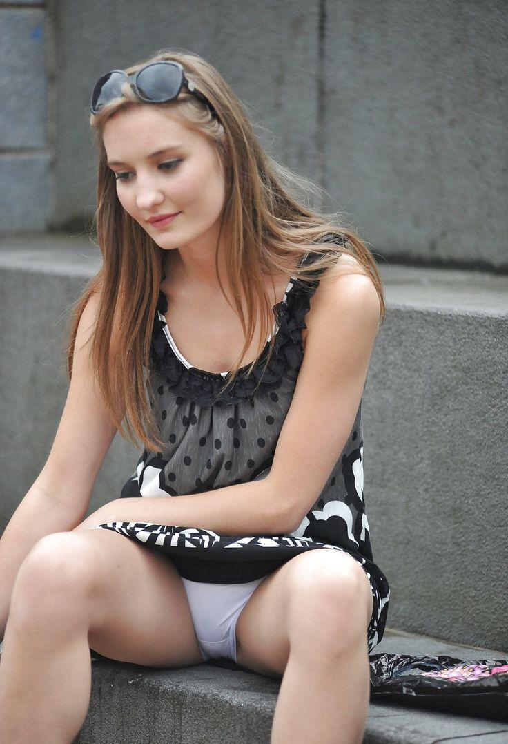 Has girl flashing upskirt Klara aus