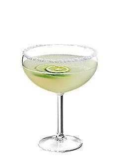Margarita PRÉPARATION  Givrer le rebord d'un verre à margarita avec du sel fin. Dans un shaker rempli de glaçons, verser la tequila et la liqueur d'agrumes. Ajouter le jus de lime. Agiter vivement de 8 à 10 secondes. Filtrer le contenu du shaker dans le verre à margarita à l'aide d'une passoire à glaçons. Garnir d'un quartier de lime.