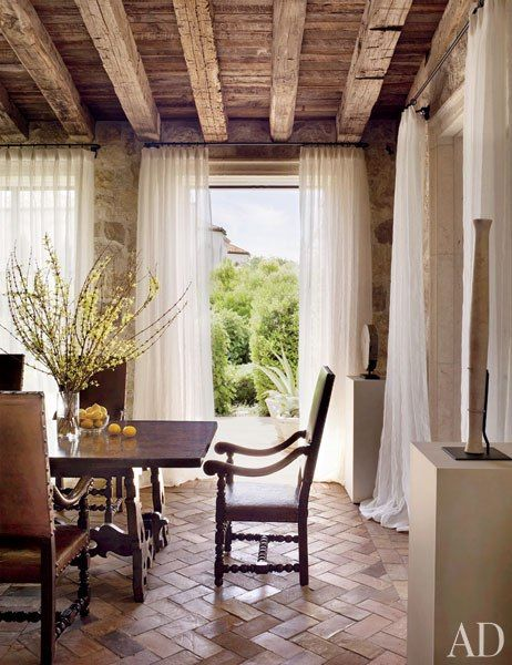 Gorgeous Dining Room, Italian-Style. Featured in Architectural Digest. Love this ceiling and openness