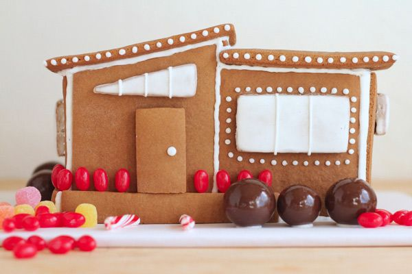 Modern Gingerbread House | Oh Happy Day #mod #gingerbreadHouse Ideas, Gingerbread Parties, Mid Century Modern Christmas, Amazing Gingerbread, Gingerbread House Modern, Annual Gingerbread, Gingerbread Houses, Diy Modern, Modern Gingerbread