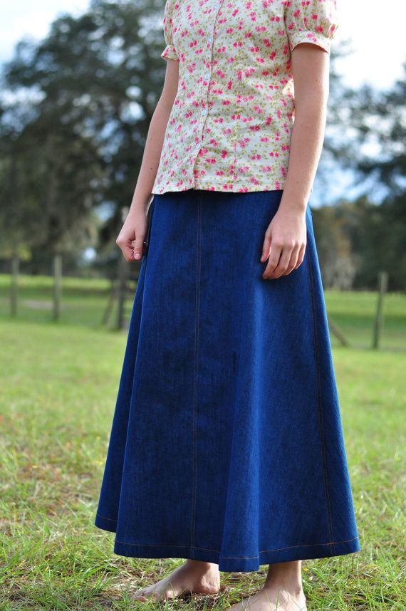 Ladies Modest Dark Denim Jean Skirt. Eerbare kleding. Eng. Modest clothing. Fr. Vêtement modeste. Du. Bescheidene Kleidung. Sp. ropa modesta. Ru. Скромная одежда.