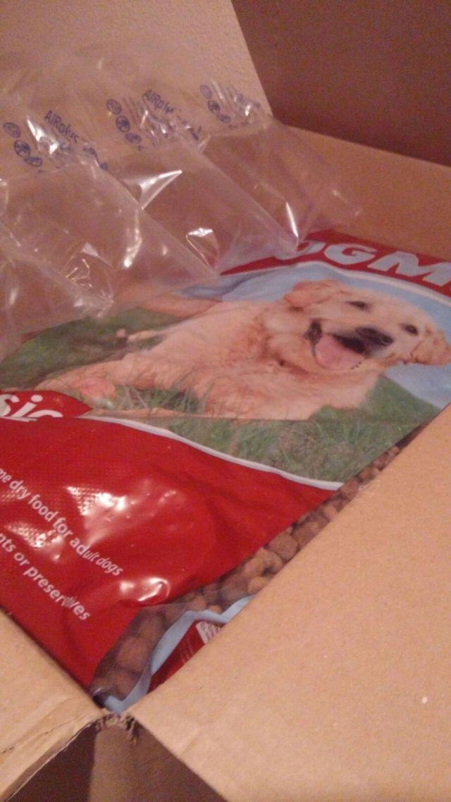MASQUECHUCHOS - 17-12-2015 10 zakken á 12 kg, totaal 120 kg honden voer  Totaal bedrag € 99,90