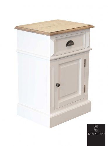 Lekkert Hamilton nattbord med skuff og skap. Nattbordet har en pen fargekombinasjon med hvitmalt kropp mot topplaten i eik.   Nattbordet leveres også mot motsatt hengsling.