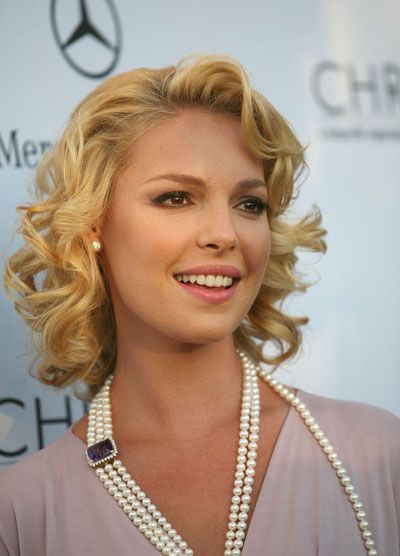Katherine Heigl short curls, and nice bangs.