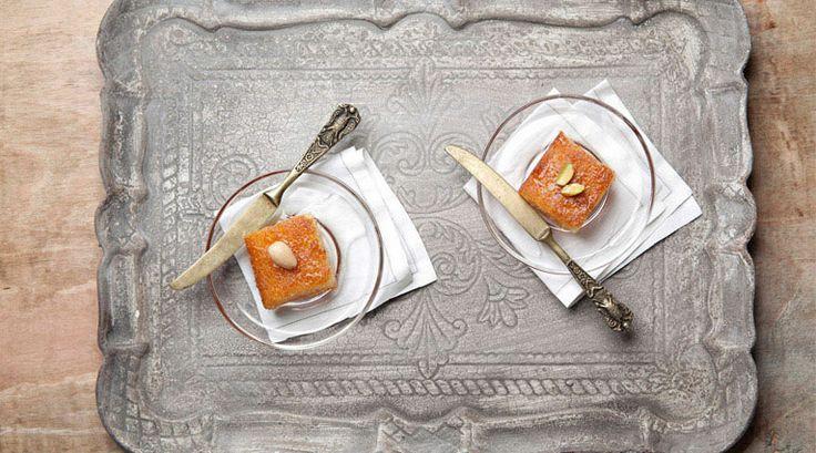 Ραβανί!  Πρόκειται για ένα γλυκό παραλλαγές του οποίου υπάρχουν σε πολλές κουζίνες διεθνώς. Είναι ιδιαίτερα δημοφιλές στην Αραβία, στις χώρες τις Μεσογείου και στην Αίγυπτο. Στην χώρα μας συνηθίζεται ως «Ραβανί» στη νότια Ελλάδα και ως «Ρεβανί» στη βόρεια. Πρόκειται για ένα γλυκό είδος κέικ με σιρόπι. Συχνά προστίθεται καρύδα, ενώ τελευταία συνηθίζεται και η προσθήκη σοκολάτας.  Συνδυάζεται άψογα με παγωτό κρέμα ή καιμάκι!