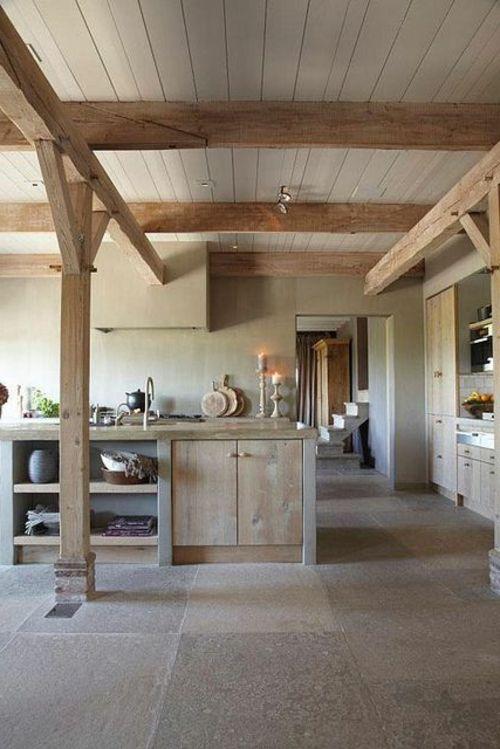 küche aus holz einrichtung massivholz arbeitsplatte holzdecke haus / wood  concrete kitchen rustic country-style provencal
