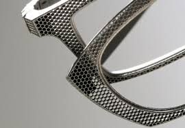 In collabration with Melotte, an innovative 3D printing company based in Belgium, famous Belgian designer and optician Patrick Hoet and his team has developed 3D printed eyewear in titanium.