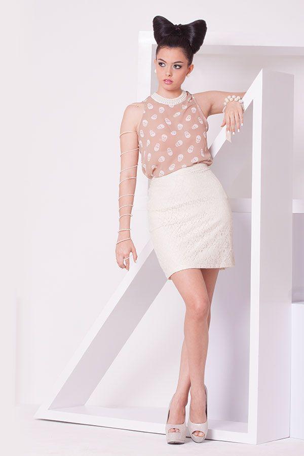 Blusa calaveras kaki con cuello rebordado en perlas y falda encaje beige. ZOCCA'S NEW COLLECTION !!! Encuentranos en nuestra tienda en linea . Ingresa a www.zocca.com.co . #clothing #fashion #eshop #tiendaenlinea #faldaencaje #blusacalaveras #blusacuelloperlas #hairstyle