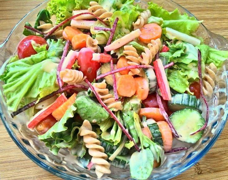 Sou super fã de saladas desde bem pequena: faço questão de um pratinho frio antes das comidas quentes, nem que seja somente um punhado de folhas de alface rasgadas. Mas, sempre que dá, capricho bas…