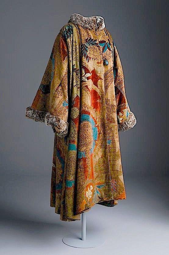 Fortuny Coat. Museo del Traje, Madrid