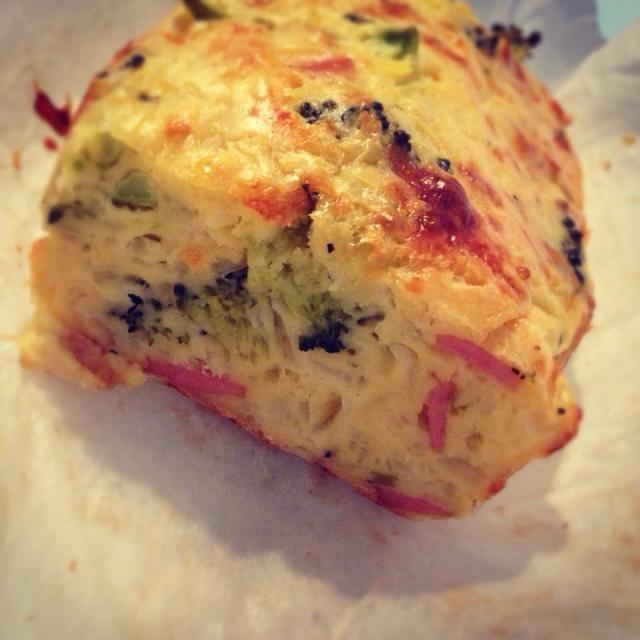 父のお誕生日祝いのランチにて♪ お姉ちゃんから大好評〜(^∇^) - 67件のもぐもぐ - TSUKIさんの料理 家にある残り野菜でケークサレ♪ by ちっち