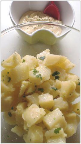salsa ideale per insalata di patate...attenzione...difficoltà massima di esecuzione!