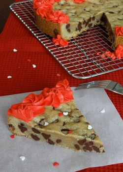 THE BEST chocolate chip cookie cake recipe.  Soft and chewy on the inside, with a nice crunch on the outside.