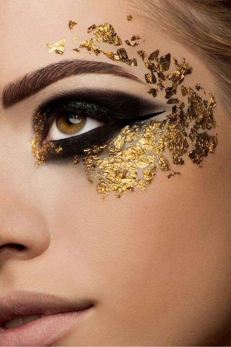 Fasching Make-up mit goldenen Partikeln