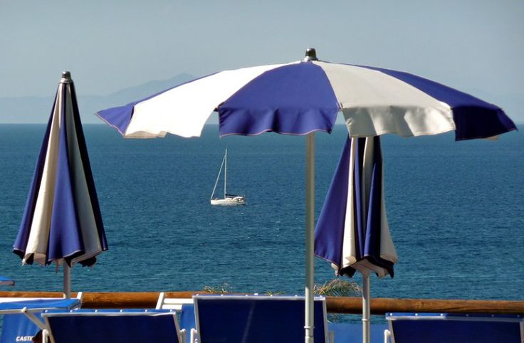 L'uomo e il #mare... a #Ischia :)  Sito: http://www.hoteleuropaischia.it/   whatsapp: +39 345 107 1174