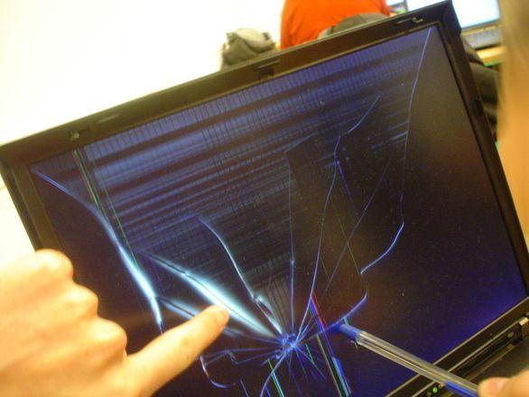 Cserélhető a laptop kijelzője, ha az elromlik?