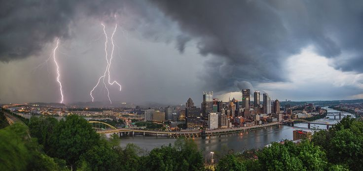 5 Breathtaking Images of Lightning Over Pittsburgh #Pittsburgh #Photography #Skyline