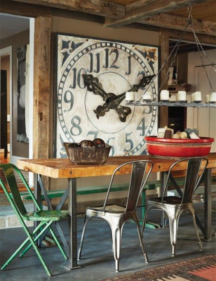 grande horloge murale, décor chalet et équipement rustique industriel