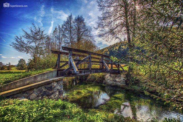 Fotonatečaj se nadaljuje - nagrajujemo fotografije iz Slovenije... Pošljite nam svoje fotografije.   www.superslovenia.com    Autumn bridge, Novo mesto, Slovenia    #novomesto   #slovenija   #slovenia   #bridge   #autumn   #nature   #travel   #travelslovenia   #superslovenia
