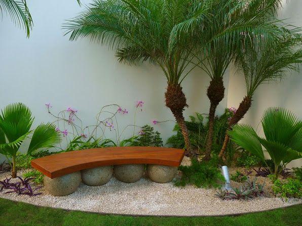 diseño de jardines de lujo - banca de madera tropical sobre esferas de piedra: