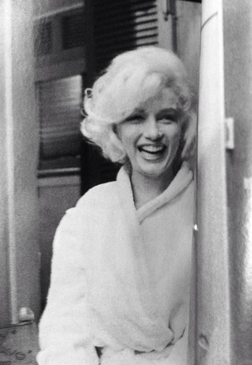 Nr. 1 - Verschiedene, teilweise seltene Fotos mit Marilyn Monroe