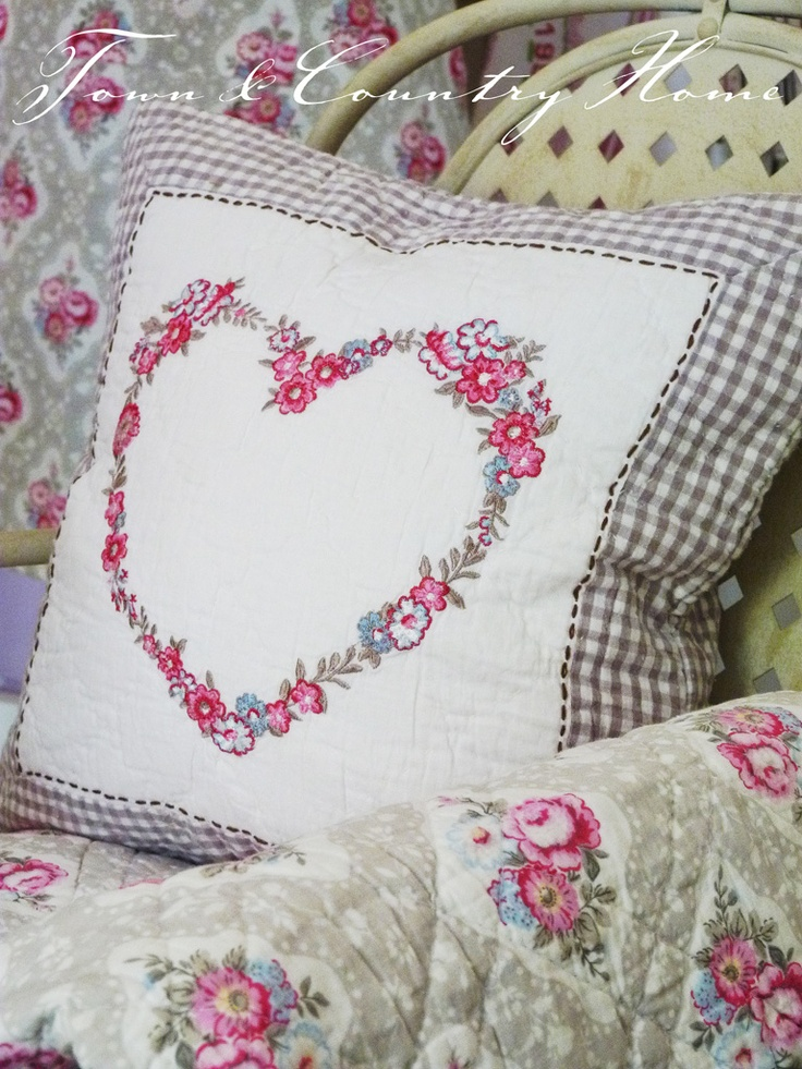 could do this w/ old hankies from my great Aunt~ <3