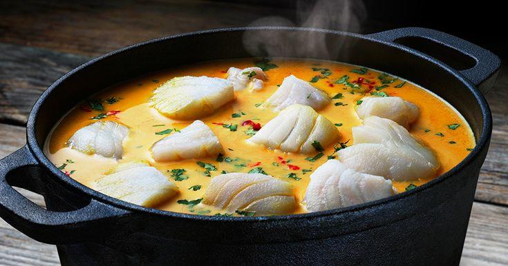 Färgrik och smakrik fiskgryta med torsk. Servera med ett gott bröd som du doppar i grytan.