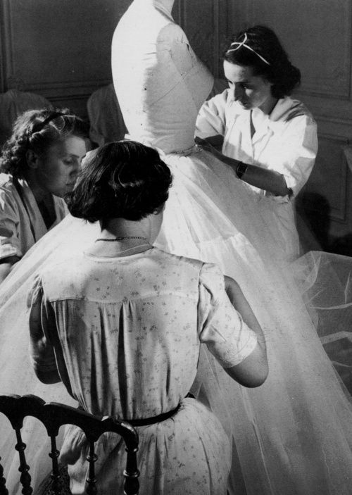 Dior seamstresses, 1948 Photo by Willy Maywald.