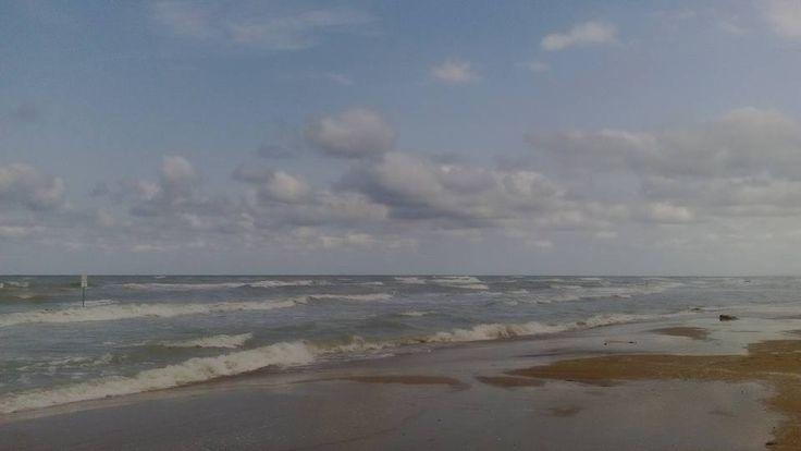 Mare mosso!! #mare #mosso #agitato #arrabbiato #clima #estivo #internationalcamping #schiuma #azzurro #natura #abruzzo #scoprilabruzzo