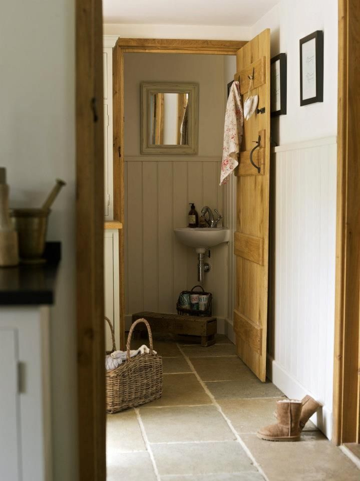 Border oak downstairs toilet in a cottage house for Downstairs bathroom ideas