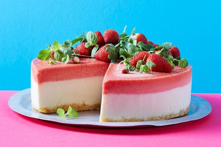 No-churn strawberry frozen yogurt cake