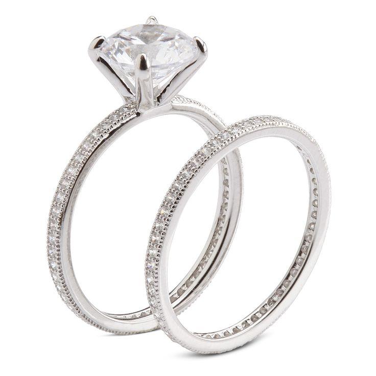 Anel aparador de aliançasemi joia em prata com banho de ródio e cravação micro paveemzircônias.Peso do par de anéis:3 gramas.