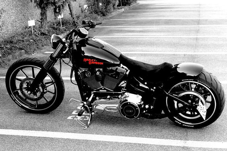 Harley Davidson Breakout Custom
