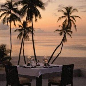 Je t'aime... moi non plus... - Voyage en couple aux Maldives. Vivre des moments intenses quand 1+1=1, comme au tout premier jour. Il vous faut un décor divin, encore un peu secret, et mille attentions qui font palpiter le cœur des amoureux.  dîner romantique sur une plage
