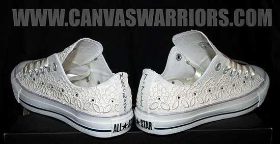 Scarpe da sposa converse bianche con pizzo. Wedding white converse shoes. #wedding #wedding shoes