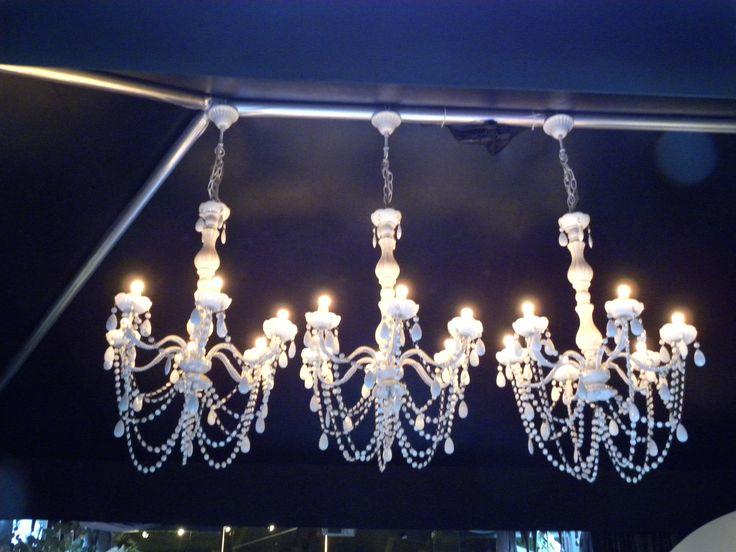 No  podía faltar nuestras lamparas VINTAGE que tan de moda están en todas las celebraciones de bodas