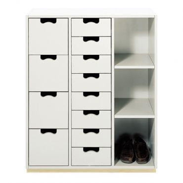 Enkel, solid byrå med 12 lådor och tre öppna hyllor i lackerad mdf. Sockel i massiv björk. Design Jonas Bohlin och Thomas Sandell 1994. H109...